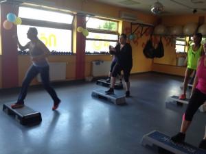 Step aerobic Gyöngyivel